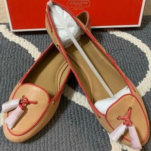 New in box Coach size 8.5 leather shoes